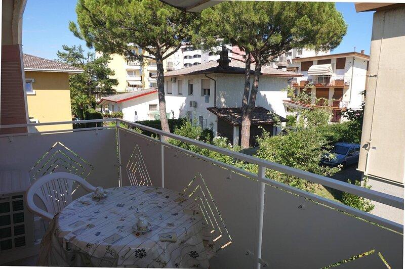 Apartment for six guests ideal for holidays, location de vacances à Porto Santa Margherita