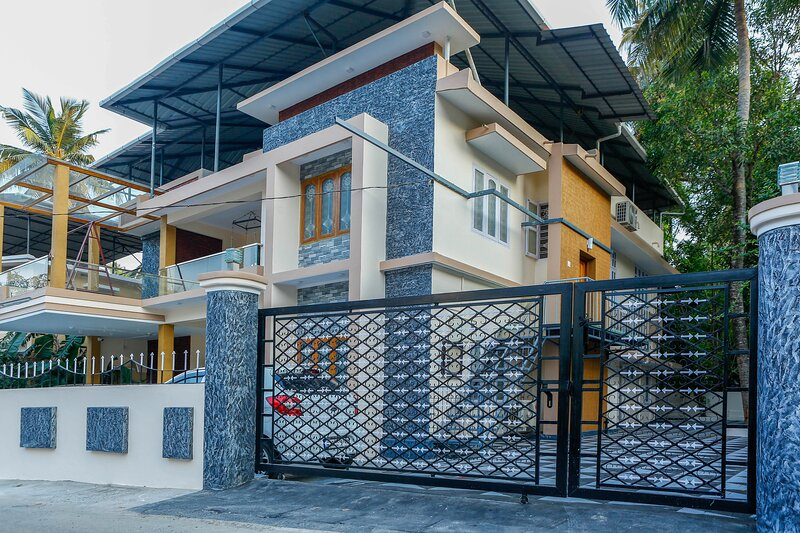 Posh 1 BHK (FF) villa at BELLJEM Homes in a housing colony inside city, holiday rental in Thrissur District