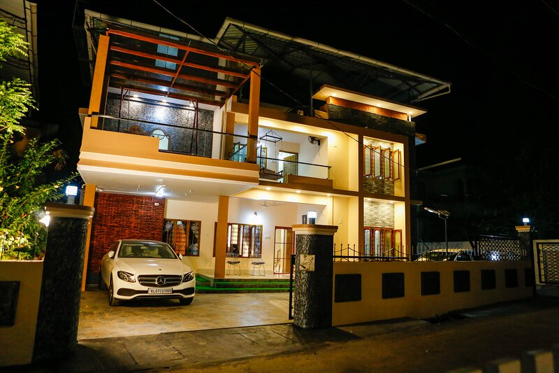 Posh 7 BHK villa at BELLJEM Homes in a housing colony inside city, holiday rental in Thrissur District
