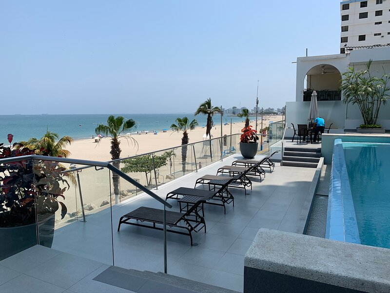 Fabulous Ocean View 2B/2B Apartment, Excellent location, Wifi, Gym, Parking incl, holiday rental in Salinas