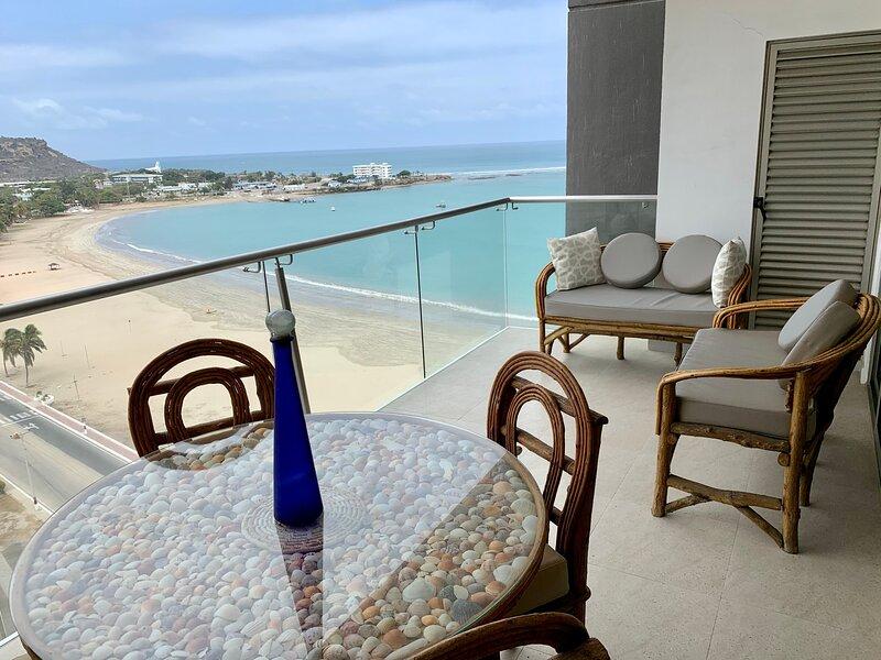 Fabulous Ocean View 2B/2B Apartment, Excellent location, Wifi, Gym, Parking incl, alquiler vacacional en Salinas