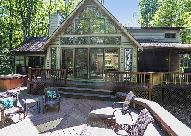 Affordably priced for a romantic getaway or family retreat~Beautiful Berkana!, holiday rental in Davis