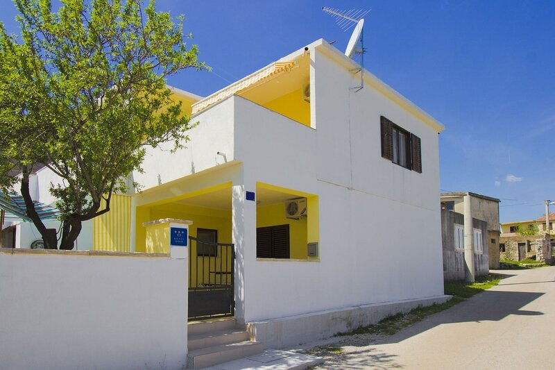 Yellow - parking and grill: H(4+2) - Kasic, alquiler vacacional en Pirovac