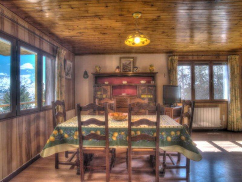6 personnes - 60m² - 2ème étage sud, holiday rental in Saint-Jean-de-Maurienne