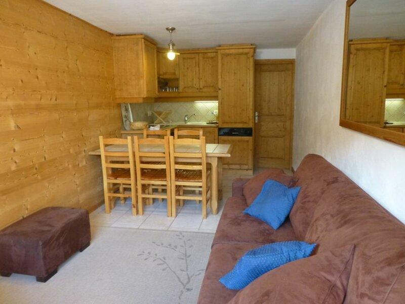 BEAU 2 PIECES TRAVERSANT IDEALEMENT SITUE !, holiday rental in Bozel