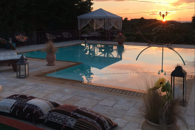 Moroccan Villa with Private Tennis Court & Pool, vacation rental in Ververouda