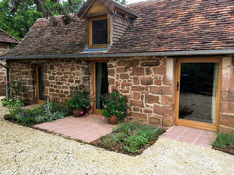 Countryside tiny house near Chateau de Hautefort, vacation rental in Sainte-Trie