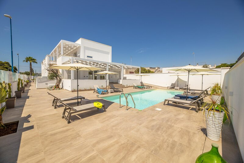 Appartamento Malika Bianco, holiday rental in Torre Suda