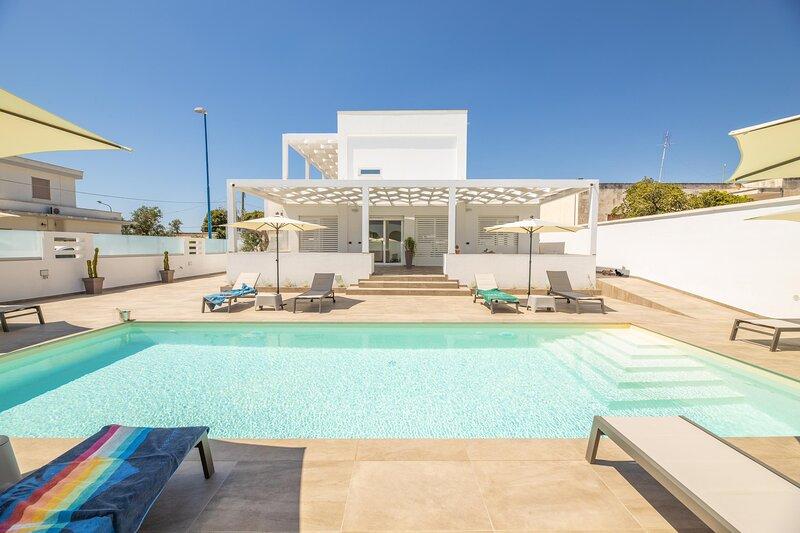 Appartamento Malika Rosso, holiday rental in Torre Suda