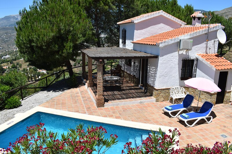 Finca La Jara con piscina privada, Cómpeta , Málaga, holiday rental in Competa