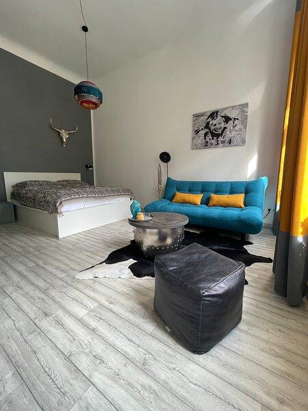 GÖRLITZ - DESIGN Apartment II, hell, 45qm ZKB, Zentral zu Grenze Altstadt Park, holiday rental in Gorlitz