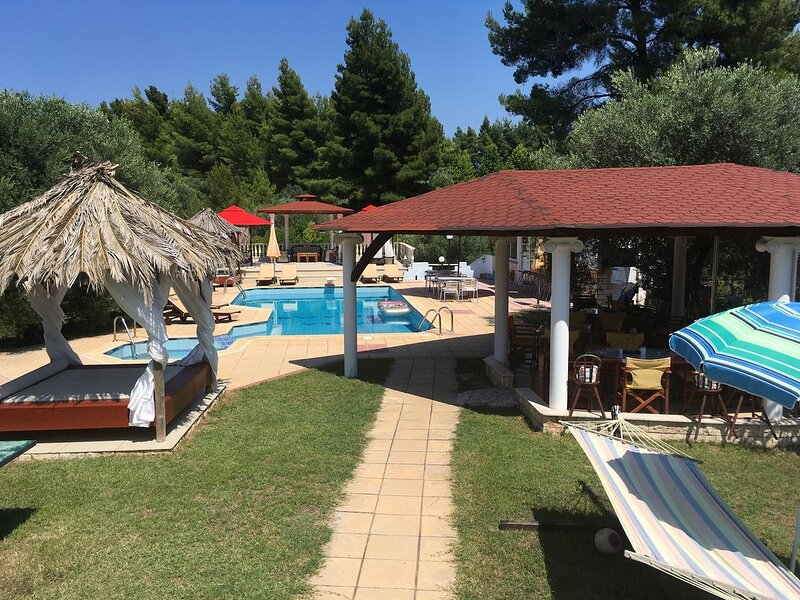 Villa Askamnia Deluxe 4 keys, location de vacances à Vatopedi