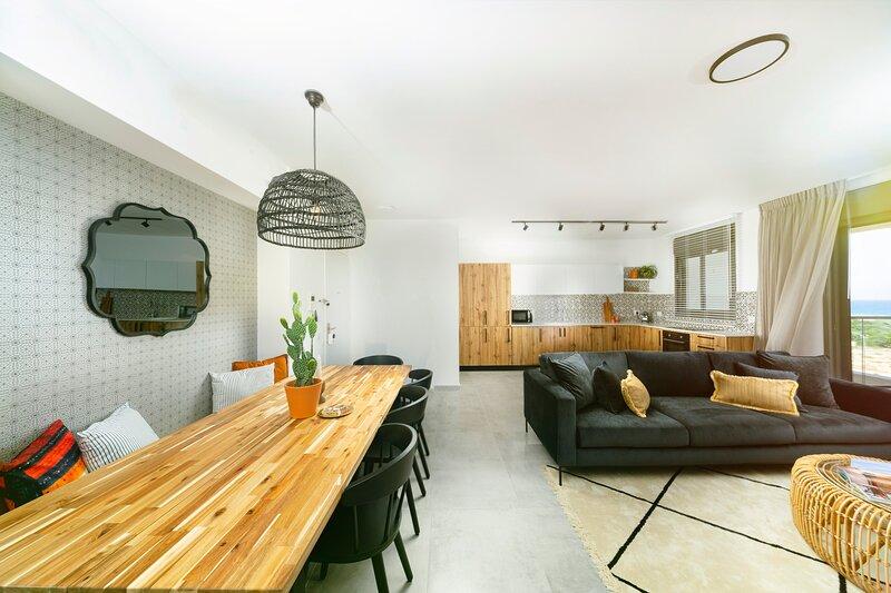 Amazing Apartment with Stunning Views of Achziv Beach, vacation rental in Nahariya