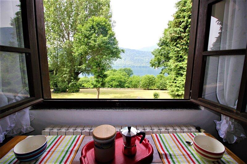 Simply Relax Villa Bifamigliare Vista Lago E Parco, holiday rental in Pettenasco