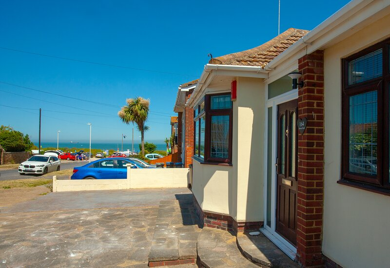 Family friendly on the beach bungalow, holiday rental in Kingsgate