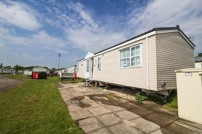 Brilliant 6 berth caravan for hire at Sunnydale Park in Skegness ref 350076S, holiday rental in North Somercotes