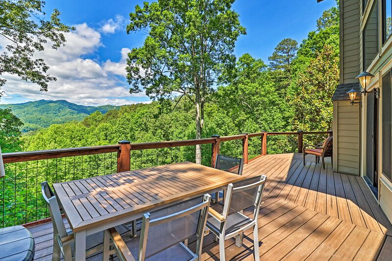 NEW! Mountain View Home: Hike, Raft, Golf + More!, casa vacanza a Almond