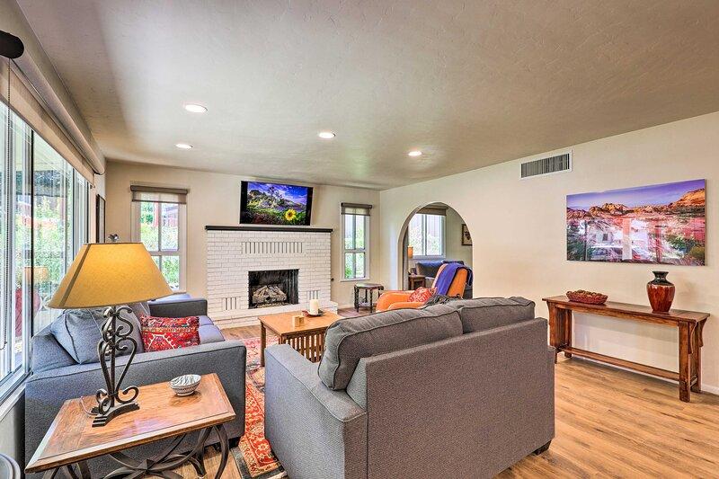 NEW! Chic Prescott Home ~ Half Mi to Whiskey Row!, holiday rental in Prescott Valley