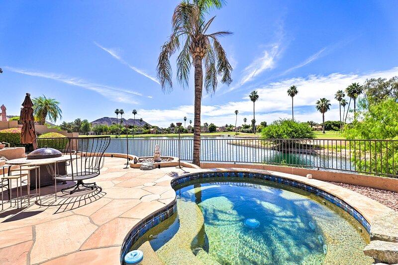 NEW! Upscale Phoenix Oasis w/ Private Pool & Spa!, casa vacanza a Sun City