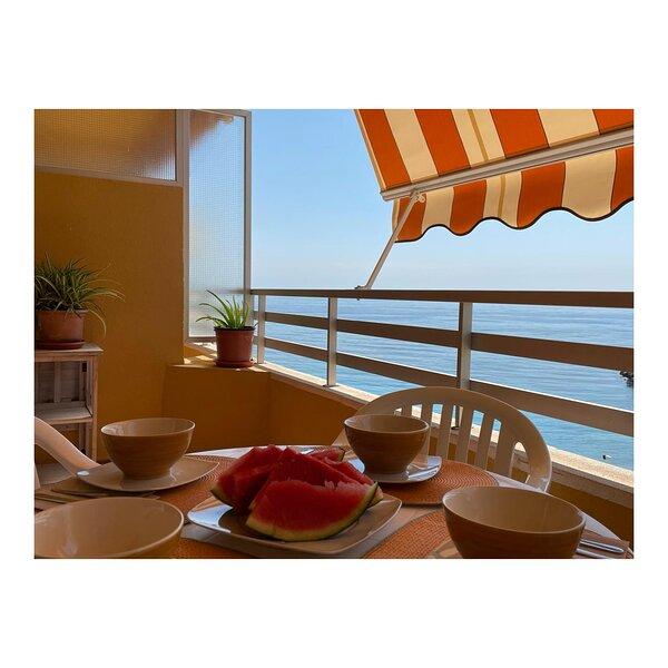 PRIMERA LINEA PLAYA 3 PISCINAS EDIFICIO VORAMAR CALPE, holiday rental in Calpe