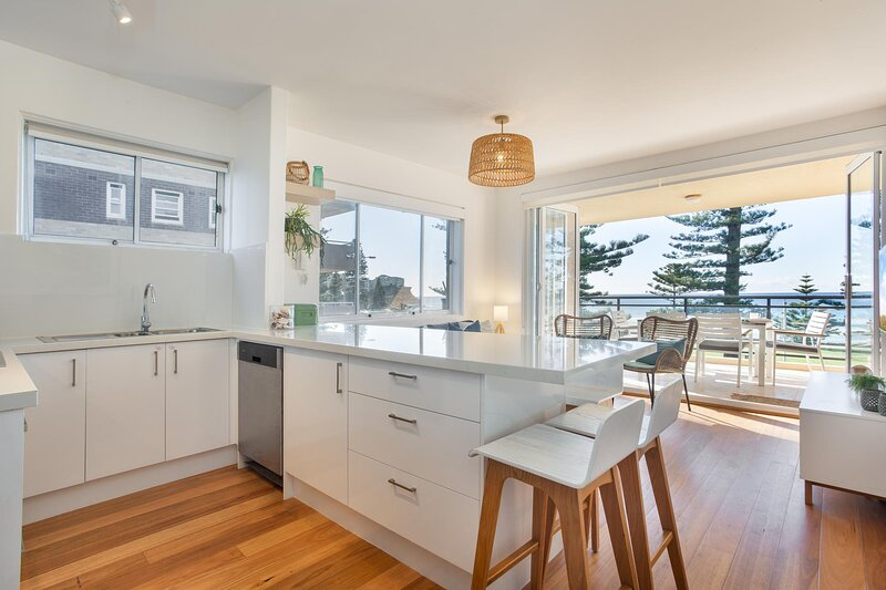 Lovely 3-Bed Unit with Balcony Facing Manly Beach, location de vacances à Viril