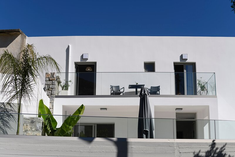 Sun Moon Villa with private pool, location de vacances à Lampini