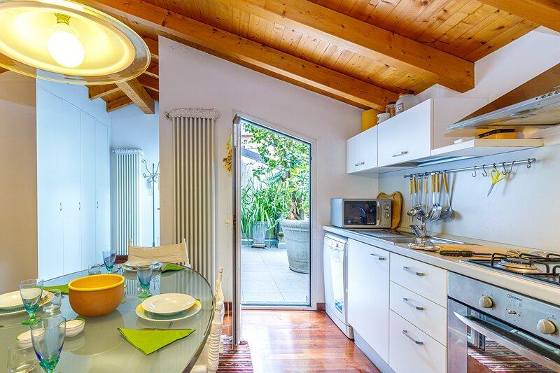 Il Balcone Delle Camelie Suite, holiday rental in Germignaga