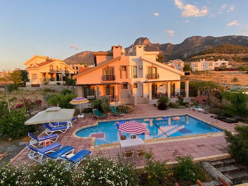 Family villa w/Pool, holiday rental in Kyrenia