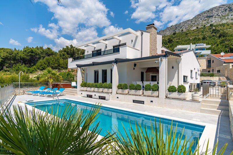 Seaview Villa Marija with private pool 30sqm, jacuzzi, 4 en-suite bedrooms,sauna, alquiler vacacional en Duce
