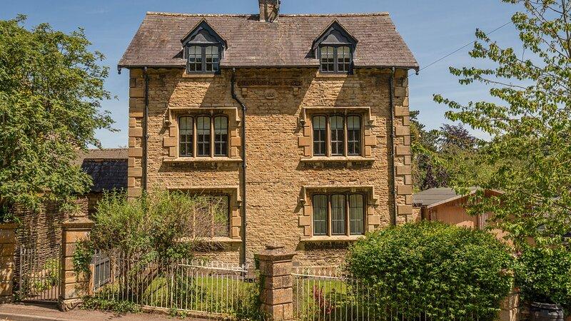 Colebrook Cottage, Blockley - sleeps 8 guests  in 4 bedrooms, holiday rental in Blockley