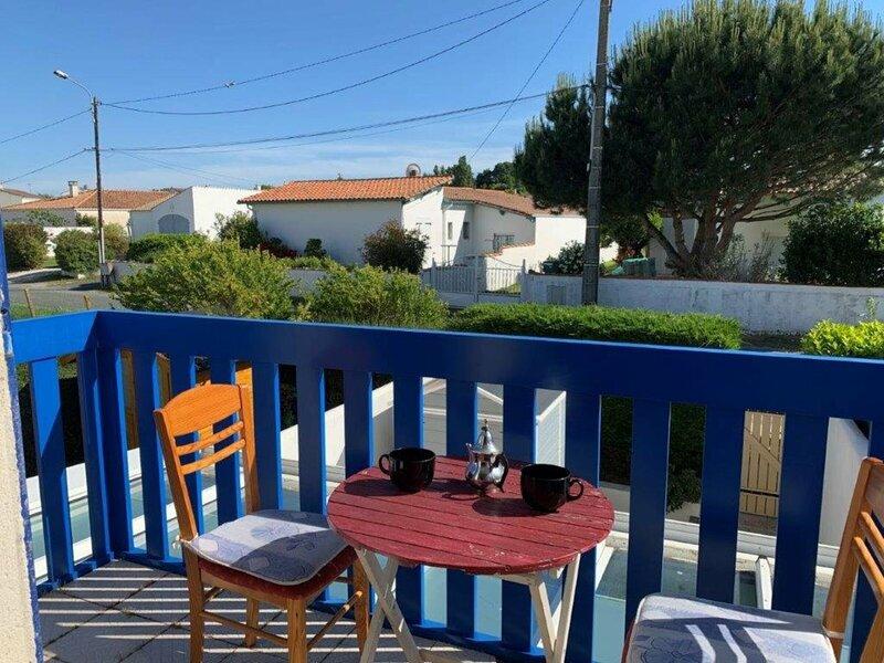 MESCHERS SUR GIRONDE - APPARTEMENT - RESIDENCE SUR LE PORT AVEC BALCON, holiday rental in Barzan