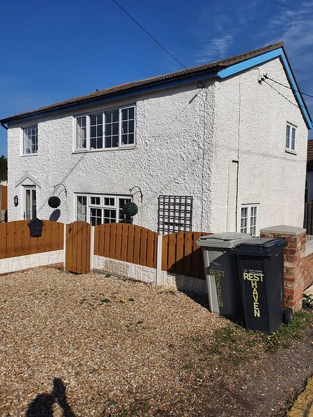 Holiday cottage on Queens Park, beach, padding pool, vacation rental in Maltby le Marsh