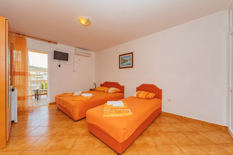 Vila Smilja with Pool - Comfort Apartment with Balcony, vacation rental in Sutomore