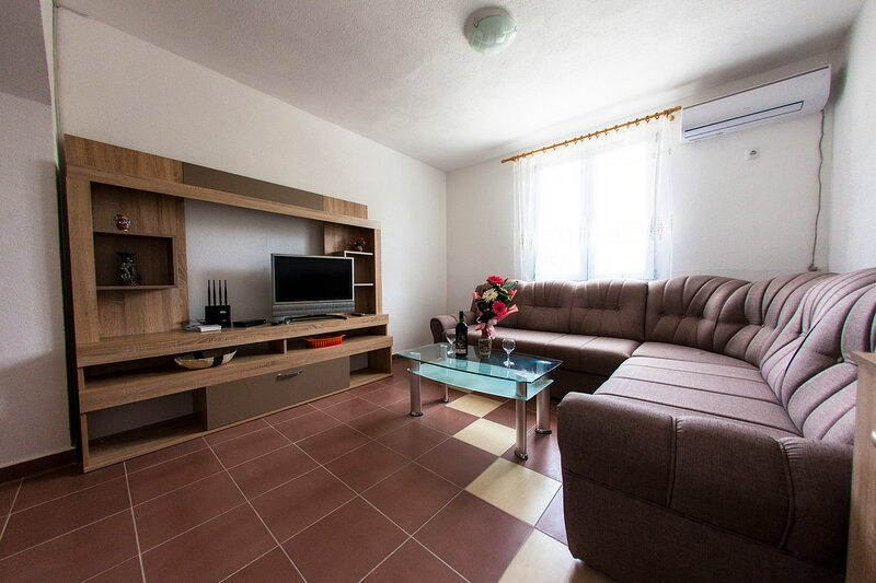 Harmony Stanic Apartments - One Bedroom Apartment, holiday rental in Dubrava