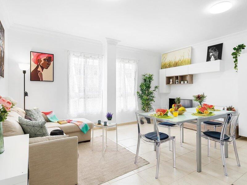 B18 Stunning 2 bedroom apartment close to the sea en Los Abrigos, vacation rental in Atogo