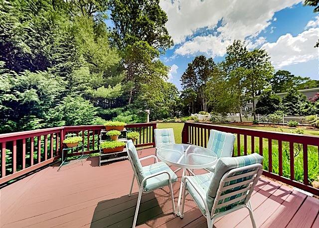 Serene Gem with Abundant Social Space   Living Room, Den, Office, Huge Deck, holiday rental in New Seabury