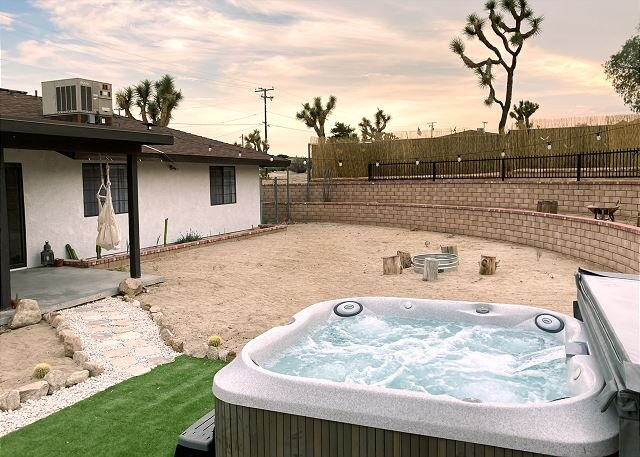 Peaceful Basecamp | New Furniture, Billiards Room | Private Hot Tub & Firepit, holiday rental in Yucca Valley