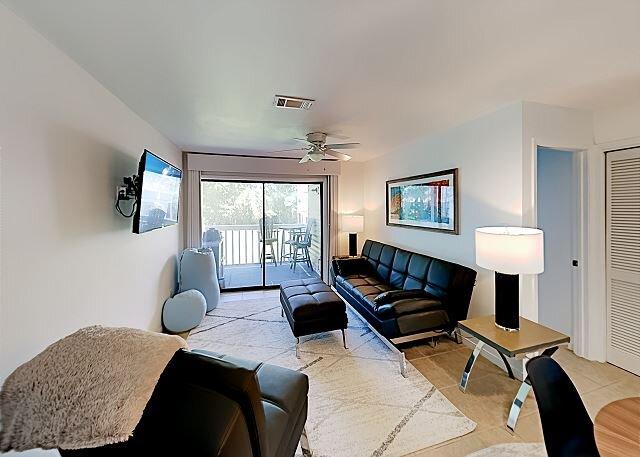 Wolf Bay Villas   Updated Interior, Balcony & Bay Views   Walkable Locale, holiday rental in Elberta