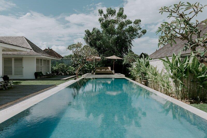 OFFER Villa KaRein | Minimalist Pool Villa in Seseh /w Rice Paddy Field views, holiday rental in Mengwi