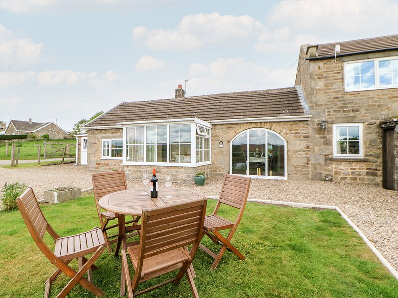 HURY LODGE, pet friendly, luxury holiday cottage, with a garden in Baldersdale, location de vacances à Mickleton