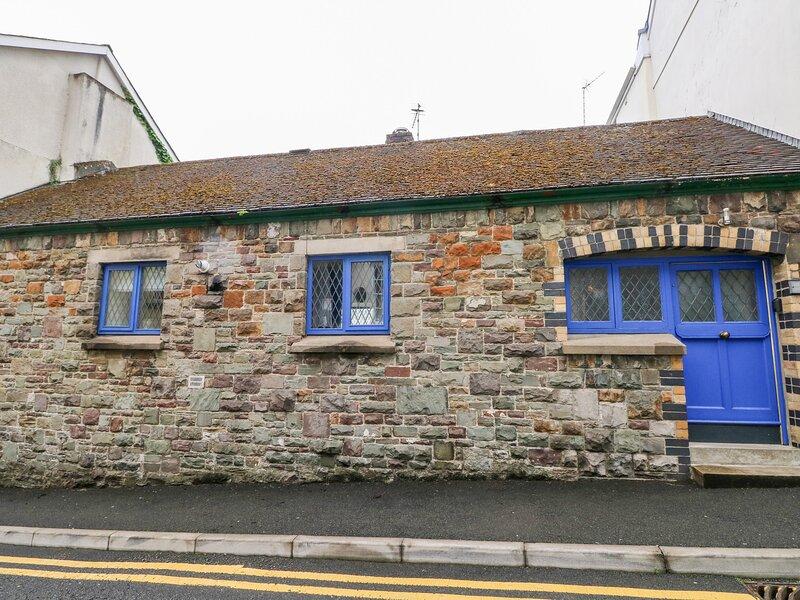 Llys-Yr-Onnen, Carmarthen, holiday rental in Abergwili