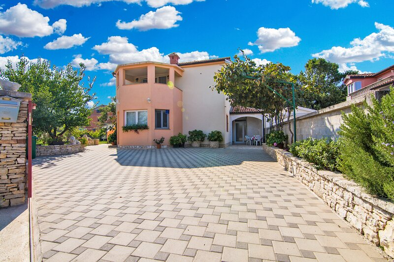 Apartment 27398, holiday rental in Stinjan