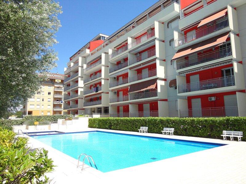 Beautiful Two-room Apartment Ideal For Families - Swimming Pool, location de vacances à Porto Santa Margherita