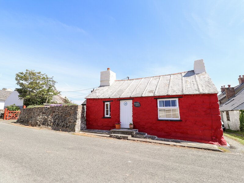 BWTHYN ALARCH, 2 bedroom, Pembrokeshire, holiday rental in Croesgoch