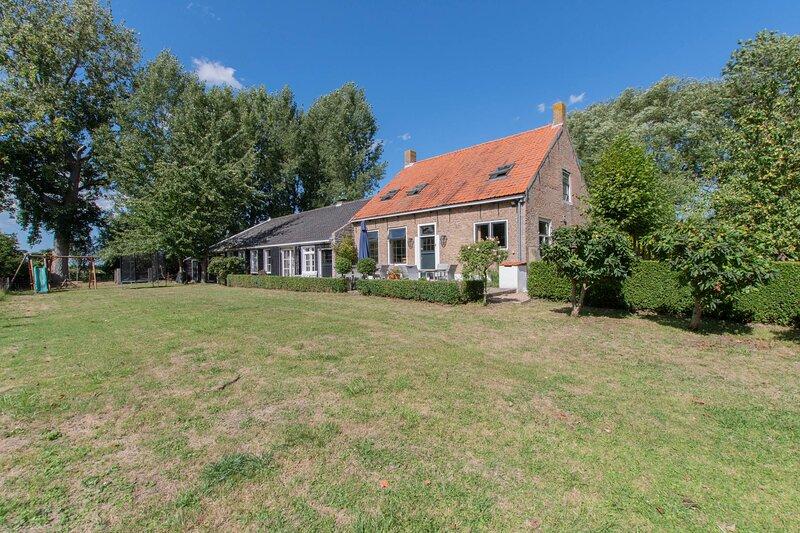 Landelijk gelegen familieboerderij, holiday rental in Baarland