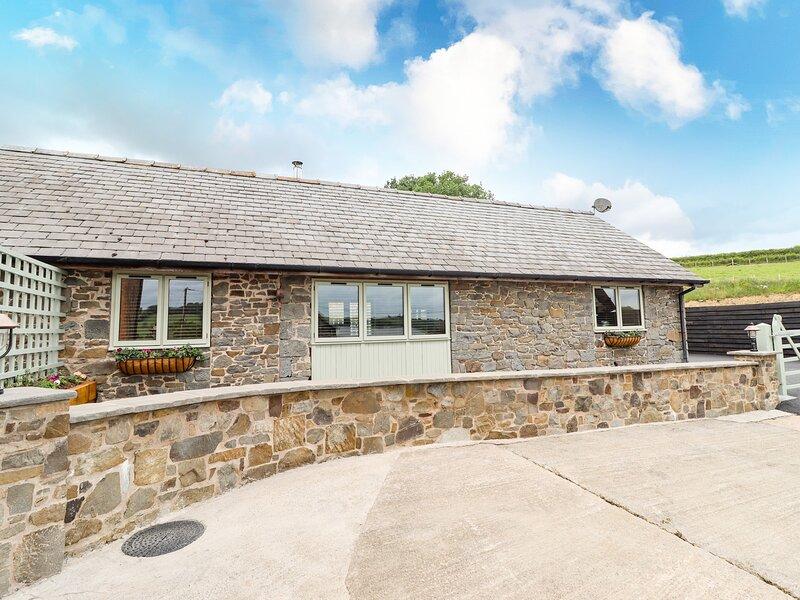 Beudy Bach Y Garth, Newtown, holiday rental in Kerry