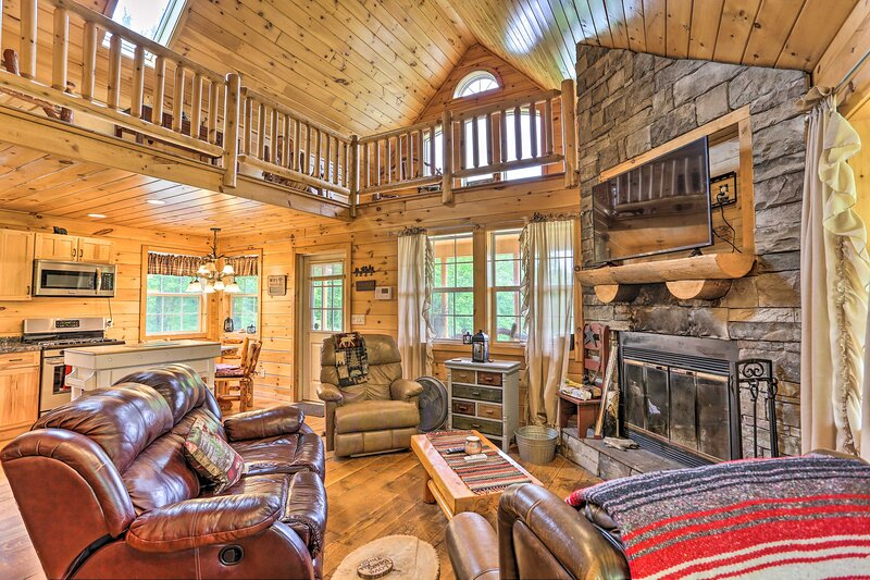 NEW! Cozy Blakely Cabin w/ Porch & Valley Views!, holiday rental in South Gibson