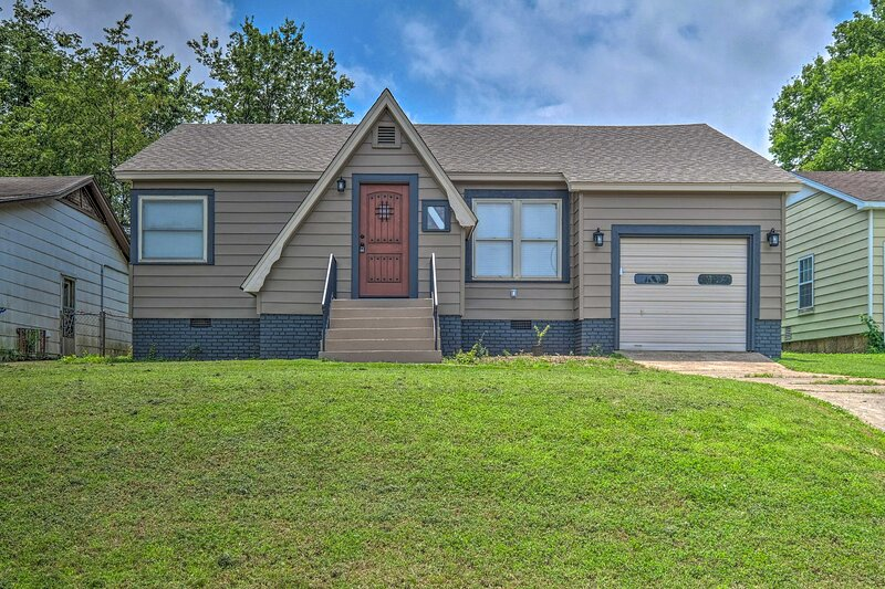 NEW! Sunny Home, 3 Mi to Fort Smith Historic Sites, location de vacances à Greenwood