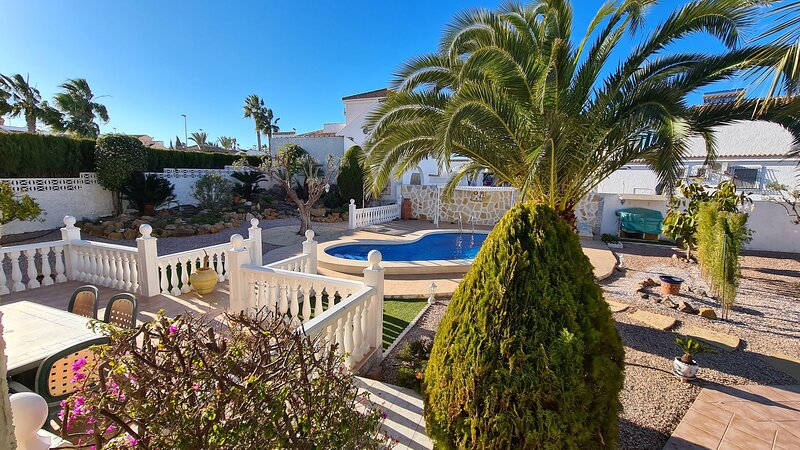 Amazing villa with swimming-pool, holiday rental in Camposol