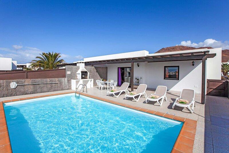 Villa Lucia - 2 bedroom Villa in Playa Blanca, Lanzarote, holiday rental in Playa Blanca